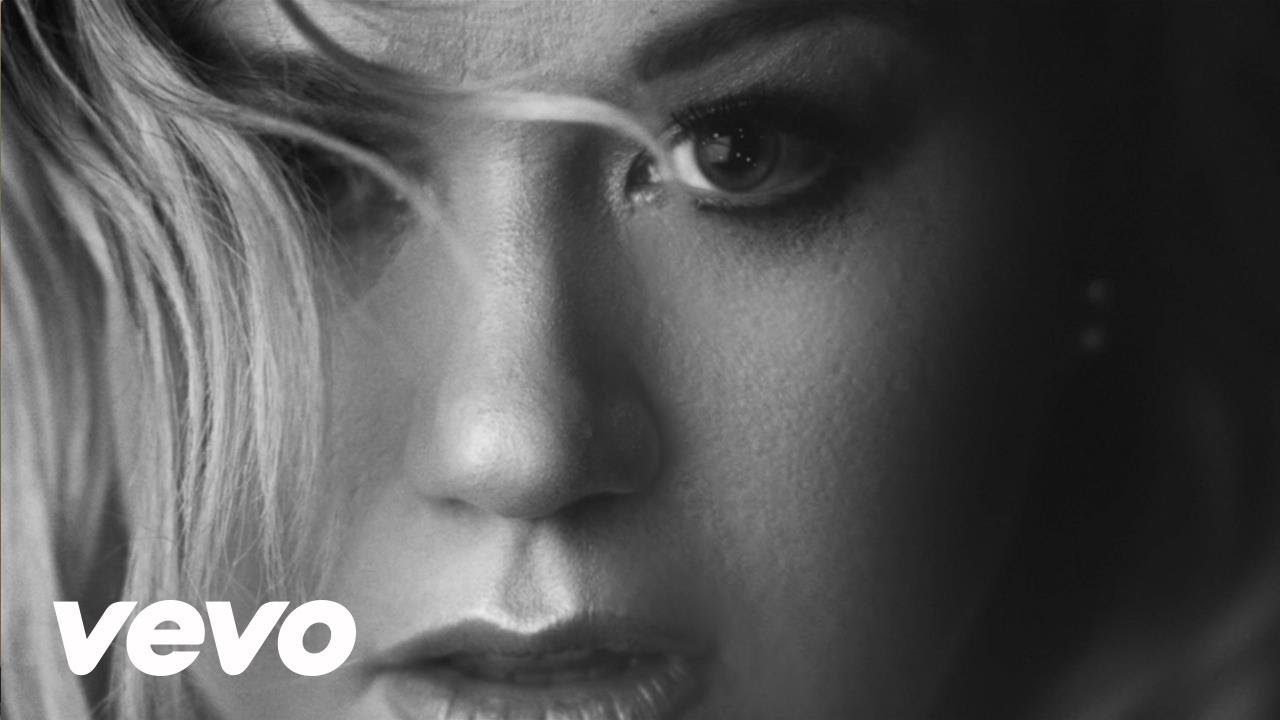 Kelly Clarkson – Piece by Piece